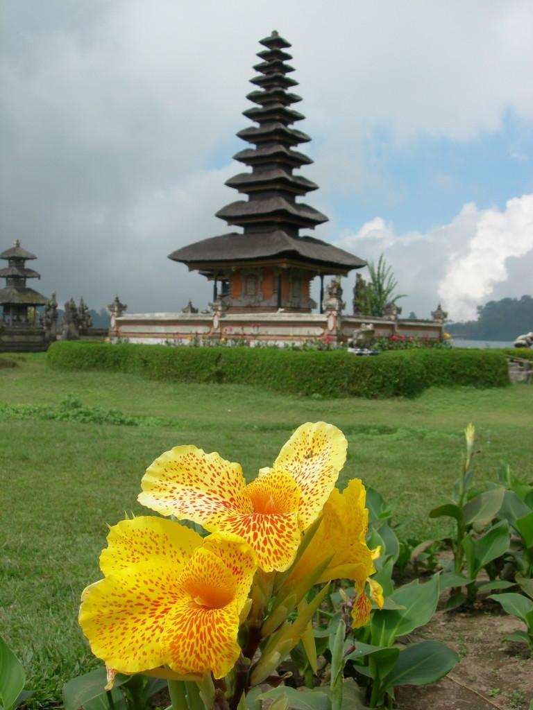 Lake Bratan temple Bali